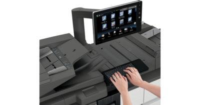 sistema di stampa di produzione Sharp mx-m1205-mx-m1055 - tastiera e monitor in uso