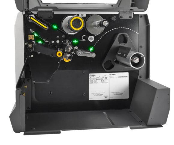 lato aperto e interno con luci-guida sui nastri di una stampante per etichette adesive Zebra zt600