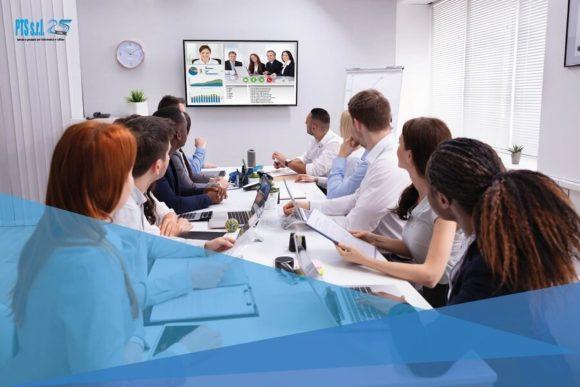 sala riunione videoconferenza multischermo